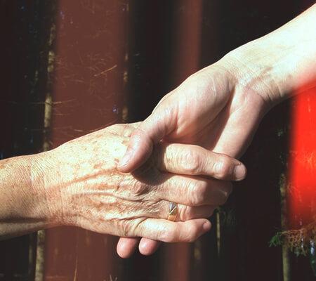 Helfende Hände, Foto: Martin Manigatterer, Pfarrbriefservice