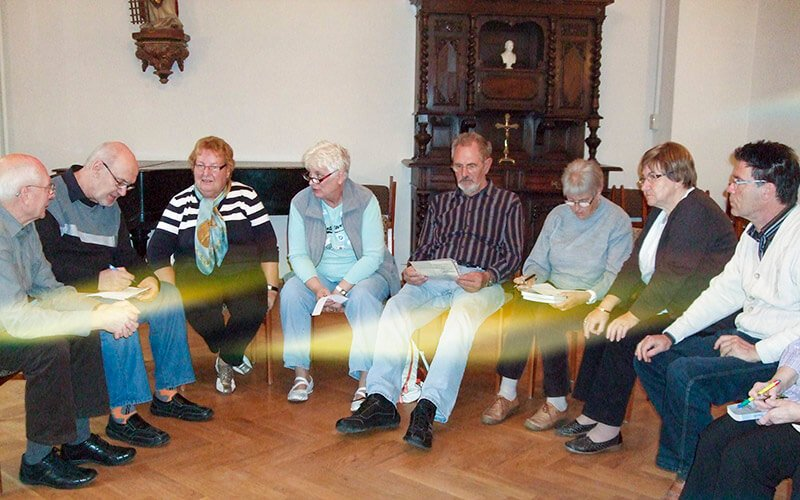 Themenrunde beim monatlichen Treffen, Foto: Anneliese Kuhnigk
