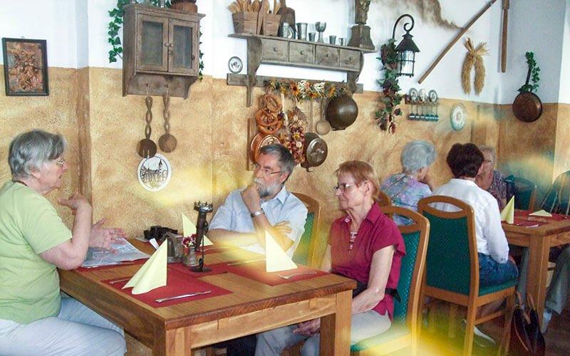 In der Lutherschenke in Eisleben gibt es viel Gesprächsstoff, Foto: Anneliese Kuhnigk